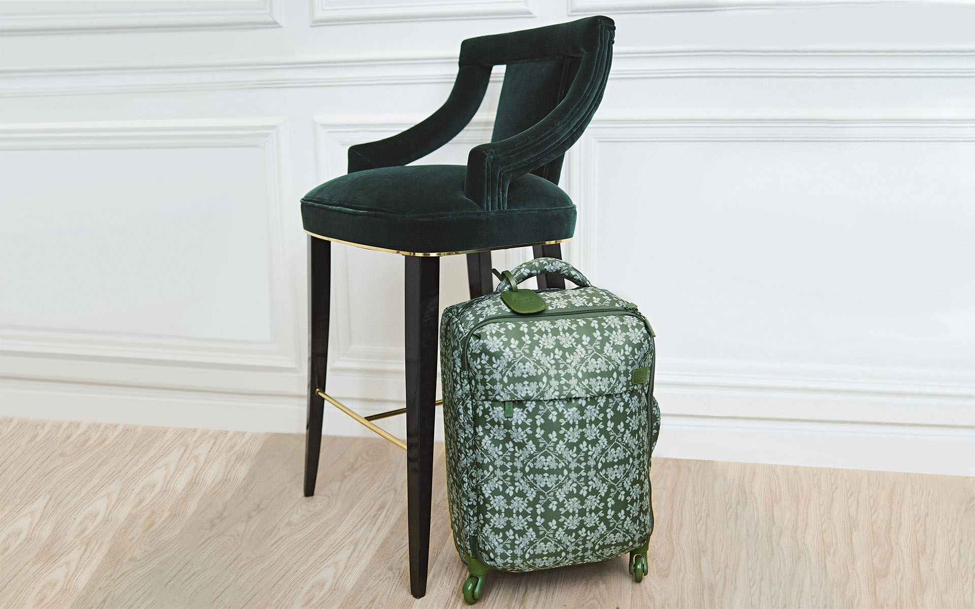 6 suitcases to put under the tree